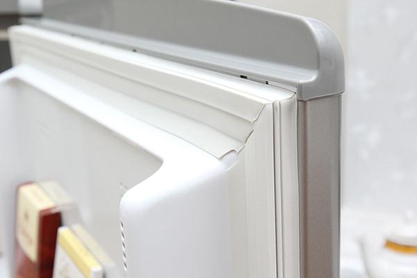 Làm gì khi tủ lạnh đọng hơi nước?