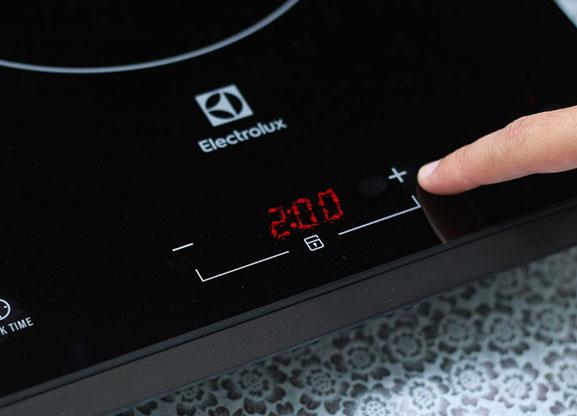 Bếp nấu điện từ electrolux để bàn kích thước 30cm